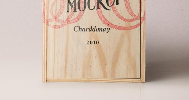 psd wine wood box mockup